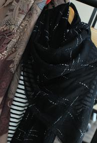 闪闪发亮的牙刷纱! 经典黑色细羊毛围巾/披肩