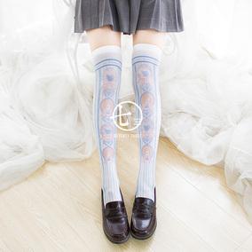 [七了个三]1条包邮 熊熊徽章甜款过膝袜设计@Yuuko夕夕子