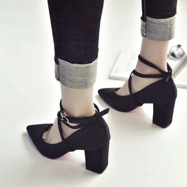 17丝绒面脚环扣带OL时装高跟鞋粗跟中跟尖头单鞋上班职业黑色女鞋