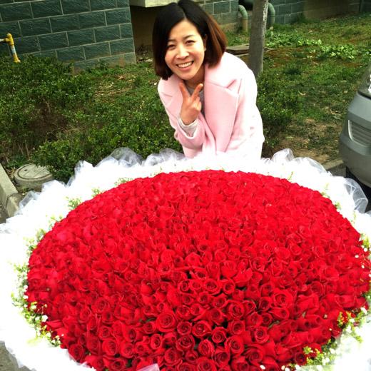 实拍520朵999朵红玫瑰苏州北京本地鲜花店后备箱求婚生日爱情礼物