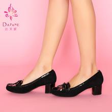 1014101107 中跟蝴蝶结真皮鞋 春新款 女士单鞋 粗跟皮鞋 达芙妮正品