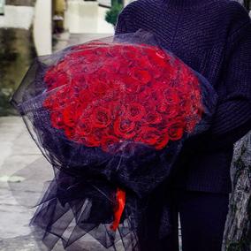 99朵红玫瑰黑纱花束上海郑州鲜花速递洛阳长沙昆明同城生日送花店