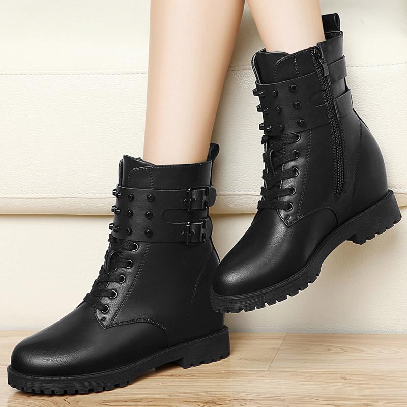 冬季圆头增高时尚铆钉短筒女鞋休闲马丁靴低跟平跟防水台黑色靴子